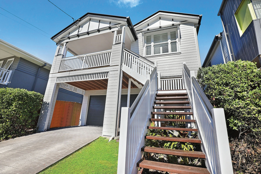 Due to their elevation on stumps, painting Queenslander homes often required the use of access equipment