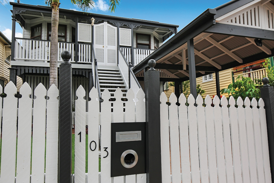 Street facade of a traditional Queenslander, painted by Darryl Hathway Painting & Decorating